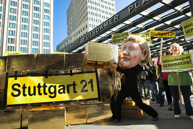 Merkel baut S21 aus purem Gold |cc-by-nc: Jakob Huber / Campact