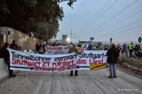 """Tunnelbohrer zerstört Stuttgart"""